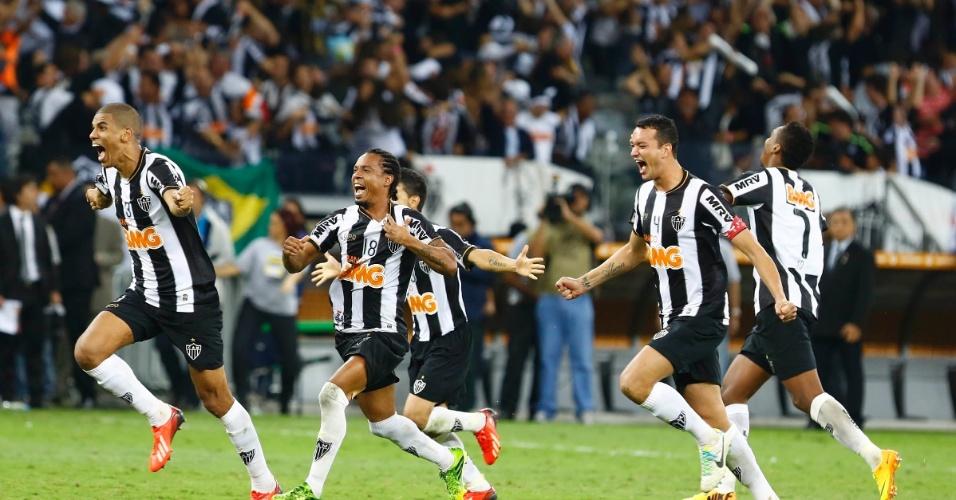 24.07.2013 - Jogadores do Atle´tico-MG saem para comemorar conquista de título inédito na Libertadores