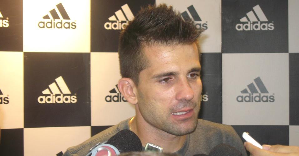 Goleiro Victor, do Atlético-MG, concede entrevista no Shopping Estação em Belo Horizonte (25/7/2013)