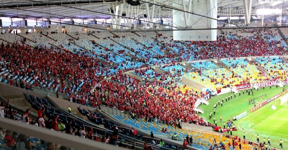 Torcida do Flamengo marca presença no Maracanã antes de clássico contra o Botafogo