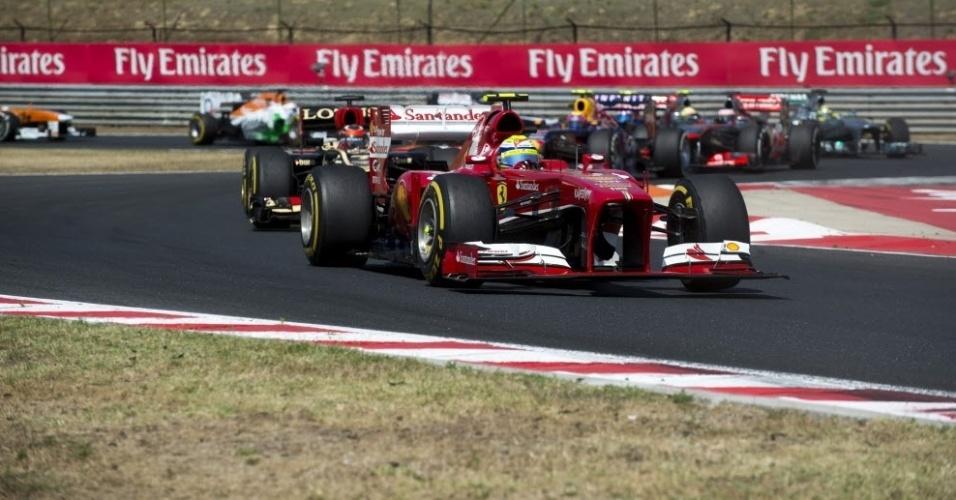 A Ferrari de Felipe Massa deu leve toque na Mercedes de Rosberg, trazendo prejuízo aos dois pilotos