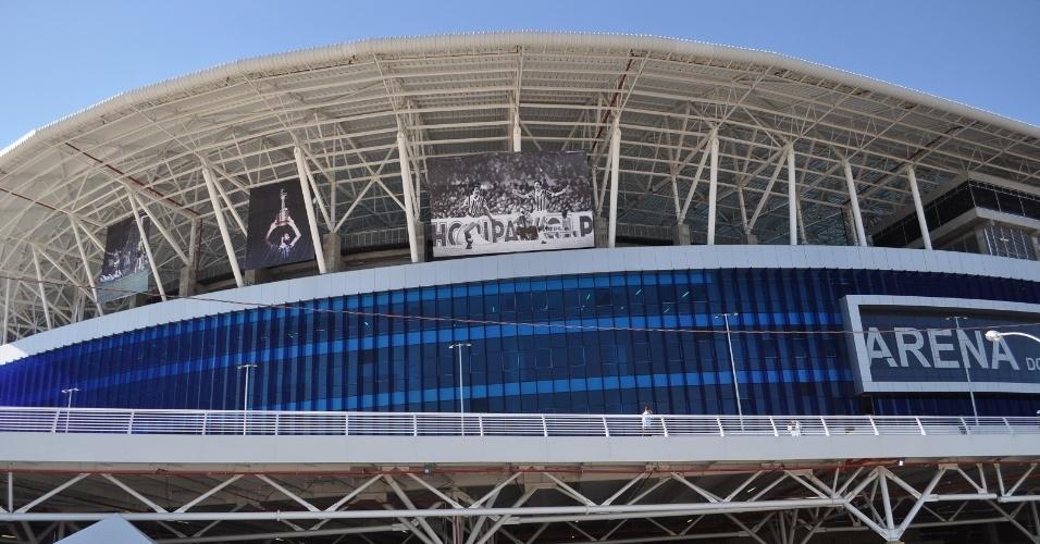 Arena do Grêmio enfeitada com painéis que lembram a Libertadores de 1983 (28/07/2013)