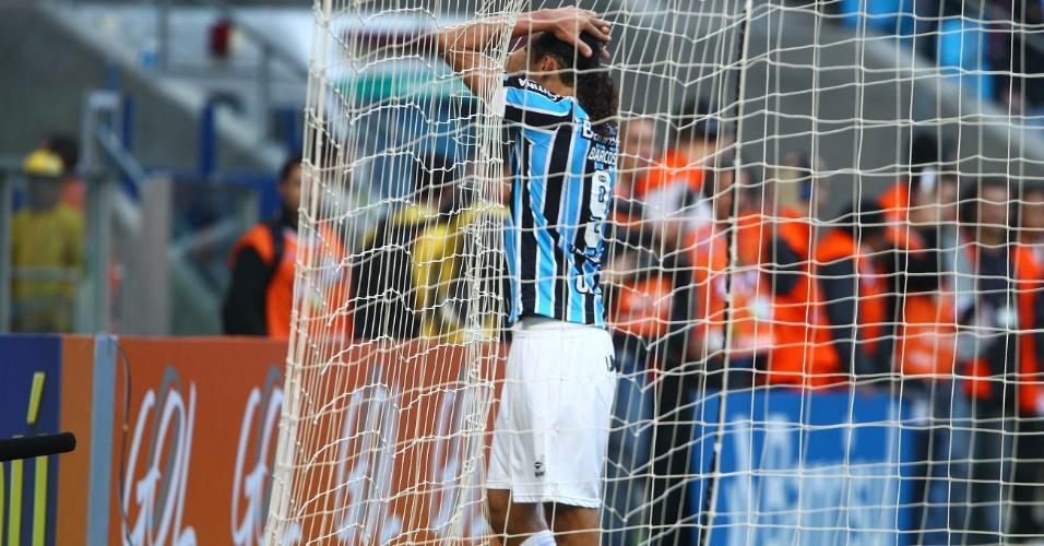 Argentino Barcos lamenta gol perdido contra o Fluminense