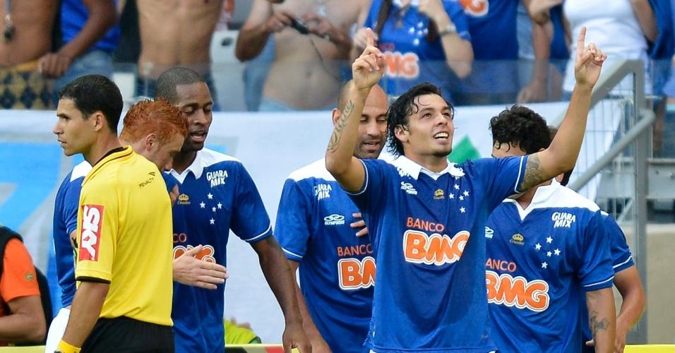 Jogadores do Cruzeiro celebram gol contra o Atlético-MG no Mineirão