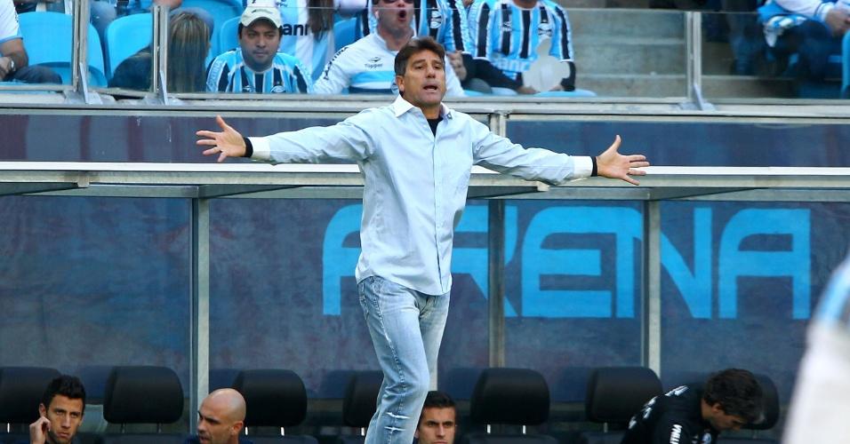 Técnico do Grêmio, Renato Gaúcho, gesticula após marcação do árbitro