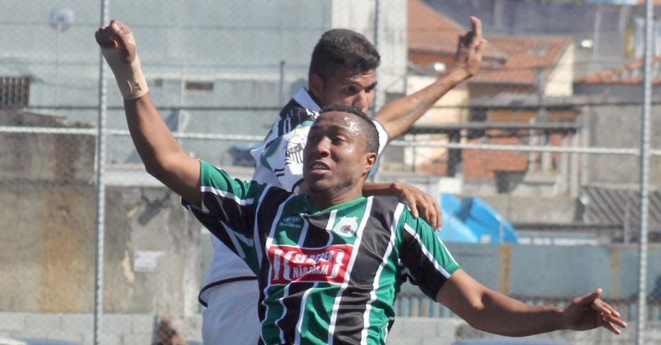 Guarani, do Jardim Peri (de verde), e Dínamo, de Santana, empataram em 1 a 1 e se classificaram para as oitavas de final da Série B