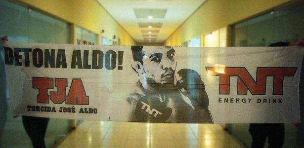 Modelo reduzido do bandeirão que será utilizado pela torcida organizada do José Aldo no UFC Rio 4