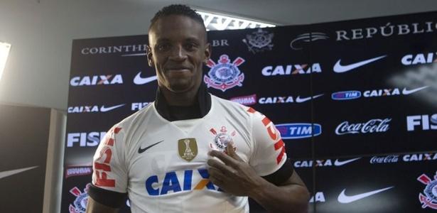 Zagueiro Cleber é apresentado como novo reforço do Corinthians