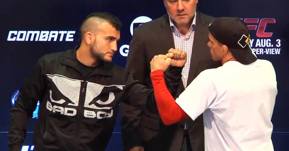 01.ago.2013 - John Lineker e José Maria Sem Chance se encaram antes do duelo no UFC Rio 4