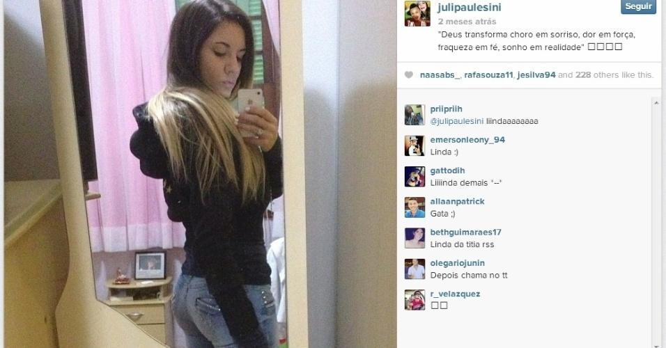 A namorada de Neilton, Juliana, faz pose e publica no Instagram