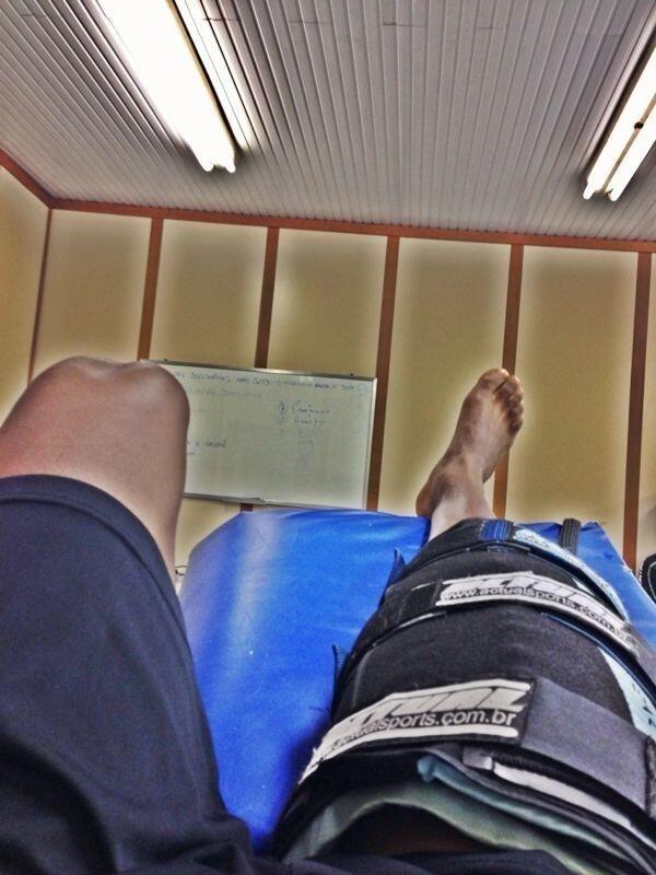 Zé Roberto realiza tratamento na coxa direita no Grêmio na primeira lesão muscular que sofreu na carreira contra o Corinthians (01/08/2013)