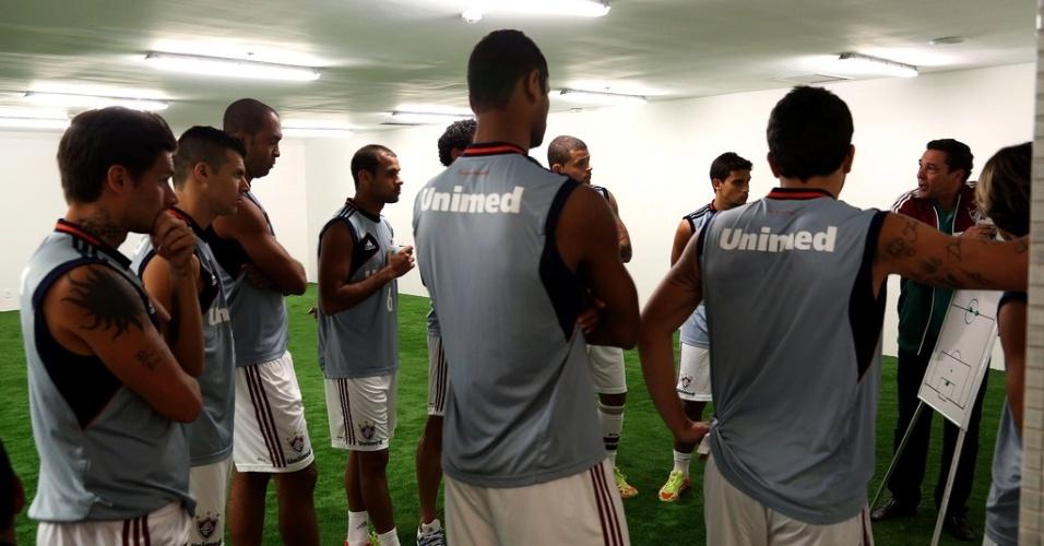 2.ago.2013 - Vanderlei Luxemburgo explica o posicionamento dos jogadores do Flu antes do jogo contra o Cruzeiro