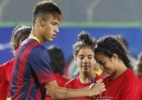 Tour em Israel: Tratado como artista, Neymar faz a festa de crianças