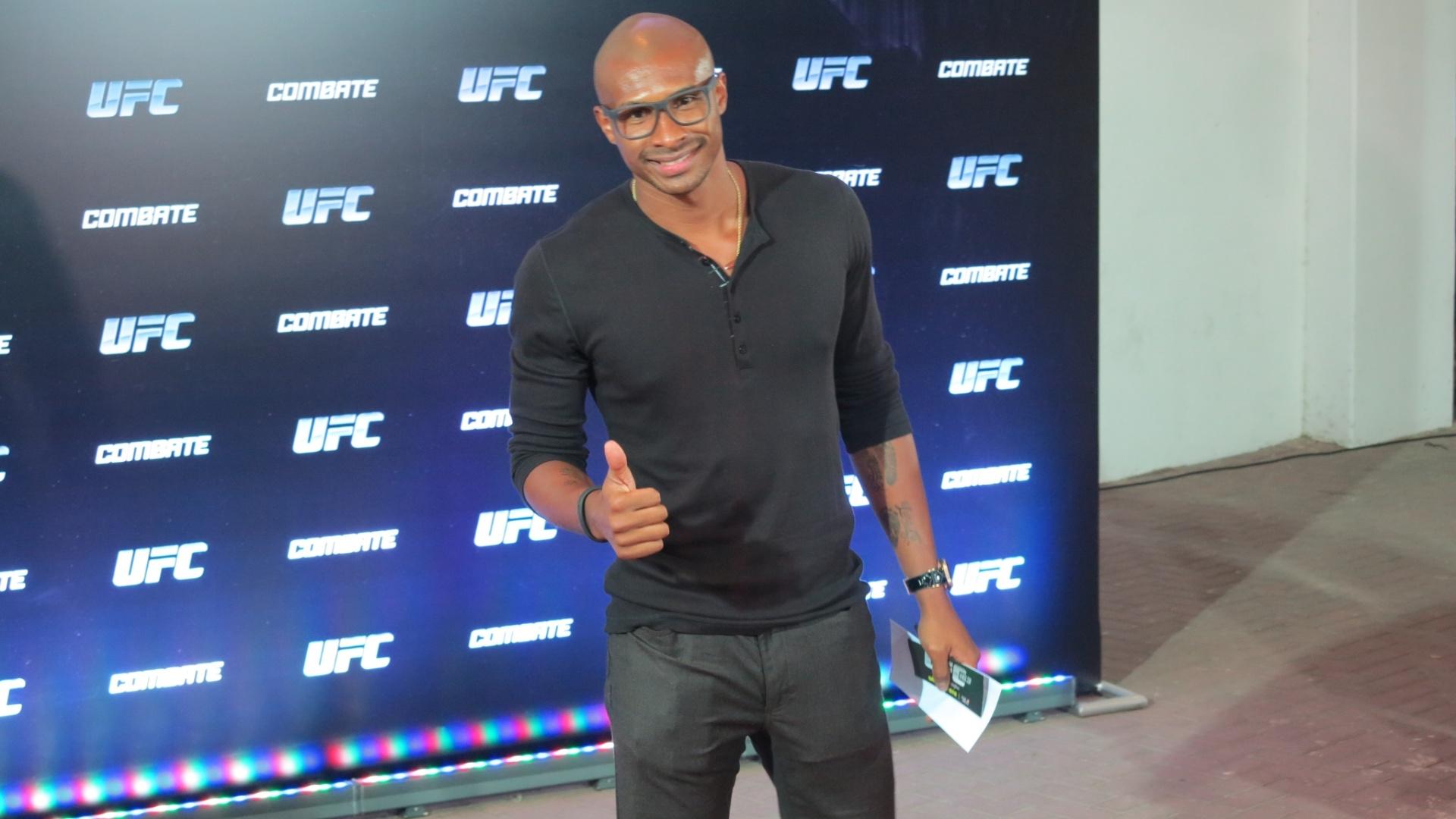 03.ago.2013 - Leandrinho, brasileiro que atua na NBA, marcou presença no UFC Rio 4