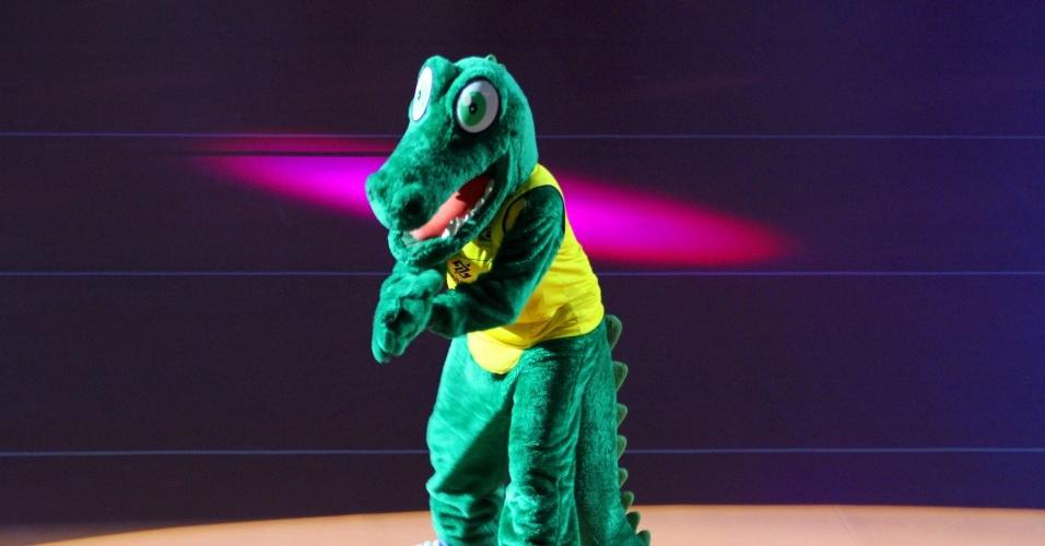 04.ago.2013 - Mascote da CBV faz apresentação durante a partida entre Brasil e EUA em Campinas pelo Grand Prix