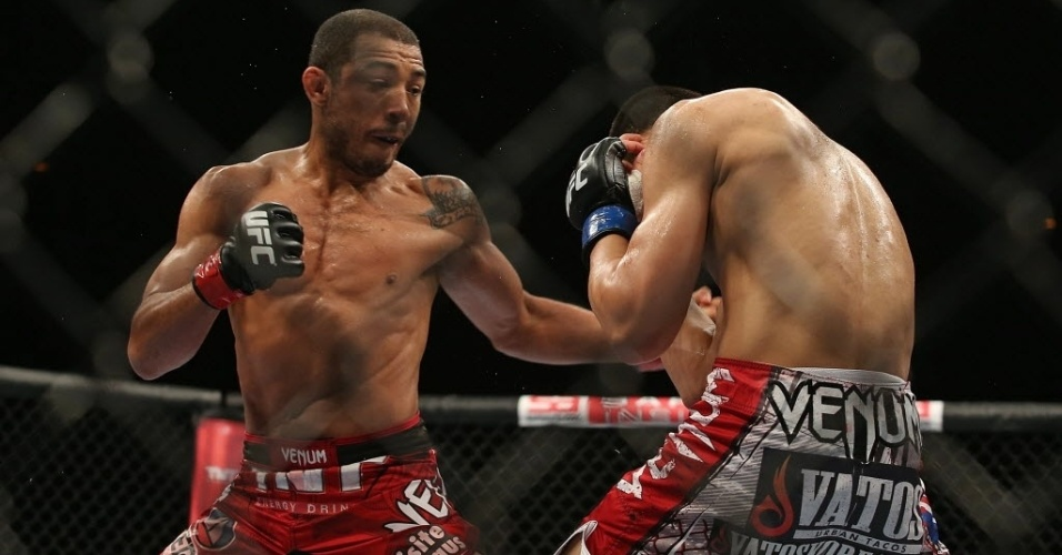 Na principal luta da noite, o brasileiro José Aldo aplica golpe em Zumbi Koreano na decisão dos pesos penas no UFC Rio 4