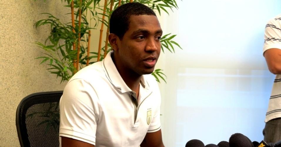 05.ago.2013 Renato Abreu concedeu entrevista coletiva e falou sobre sua demissão do Flamengo