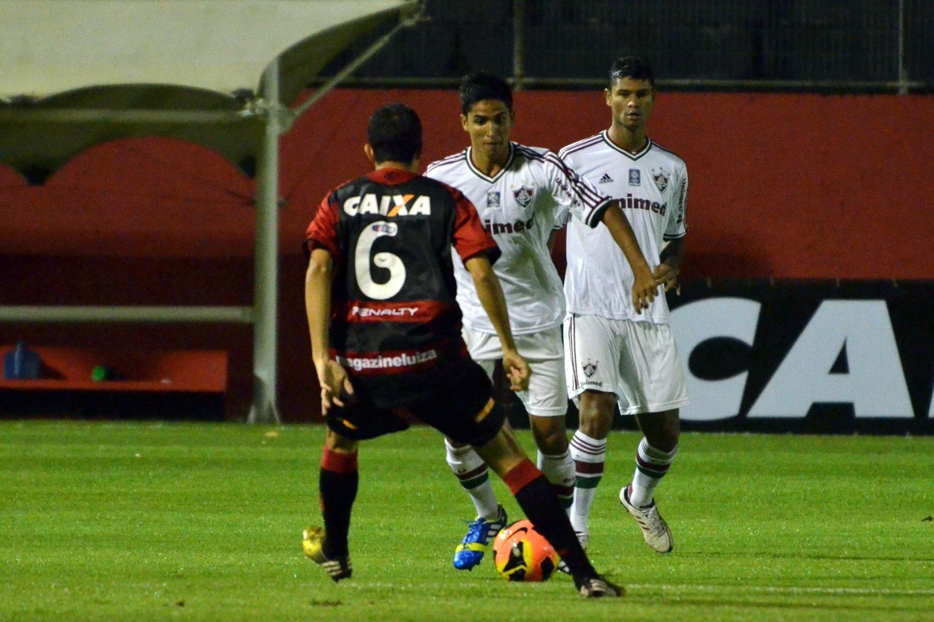 07.08.13 - Jean faz jogada na partida entre Fluminense e Vitória pelo Campeonato Brasileiro