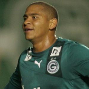 : Com dois gols de Walter, Goiás volta a vencer e complica o Náutico