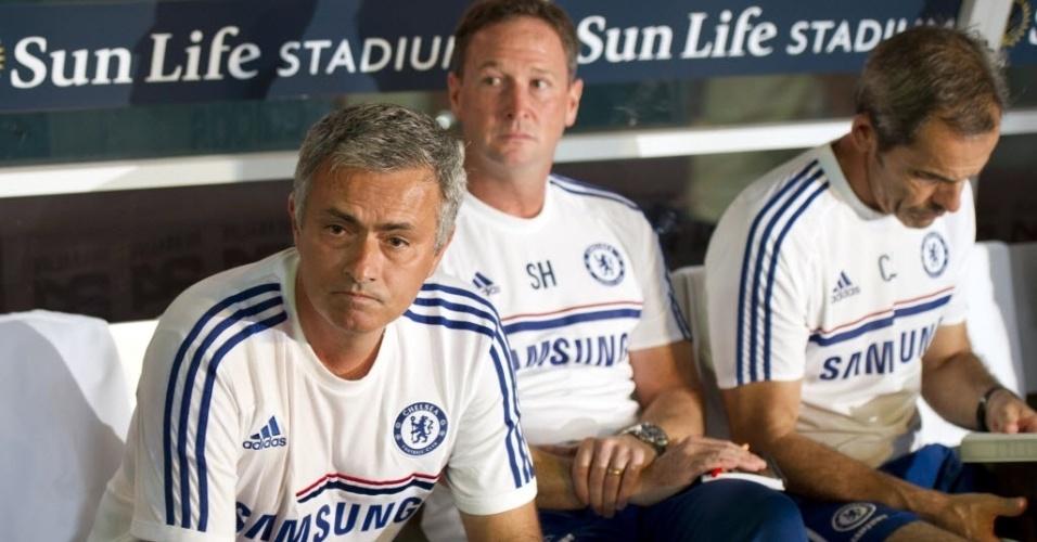 07.08.2013 - José Mourinho fica com cara de poucos amigos durante a derrota do Chelsea para o Real Madrid, em torneio amistoso nos Estados Unidos