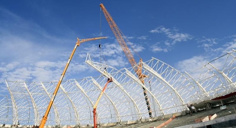 Instalação da cobertura do Estádio Beira-Rio na reforma que está sendo feita para a Copa do Mundo de 2014 (08/08/2013)