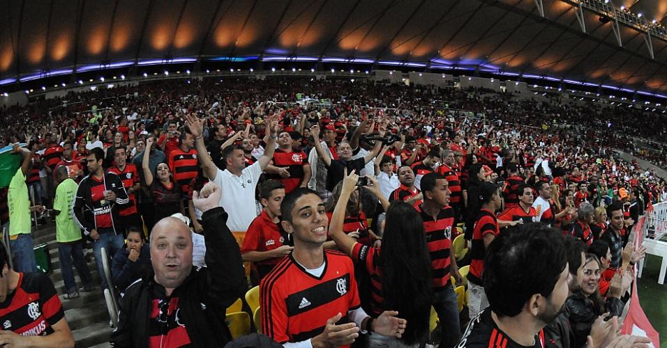 http://imguol.com/c/esporte/2013/08/08/torcida-do-flamengo-no-jogo-contra-o-botafogo-no-maracana-1375979869721_956x500.jpg
