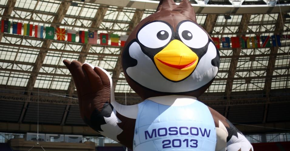 09.ago.2013 - Mascote do Mundial de atletismo de Moscou é fotografado dentro do estádio de competição na véspera do início das provas
