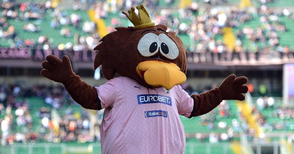 30.mar.2013 - Kuro, mascote do Palermo, é fotografado antes do início da partida contra a Roma pelo Campeonato Italiano