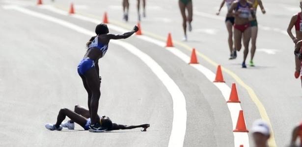 Atleta da Namíbia passa mal e compatriota abandona' prova para socorrer a companheira