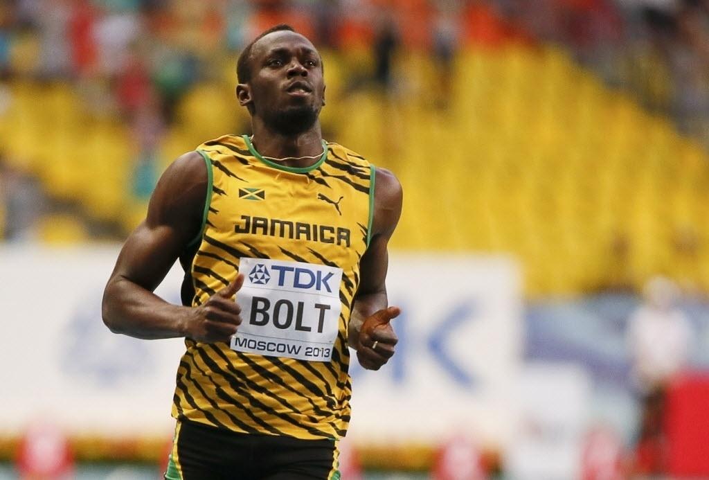 10.08.2013 - Usain Bolt sobra nas eliminatórias e vence sem muito esforço sua bateria nas eliminatórias dos 100 m em Moscou