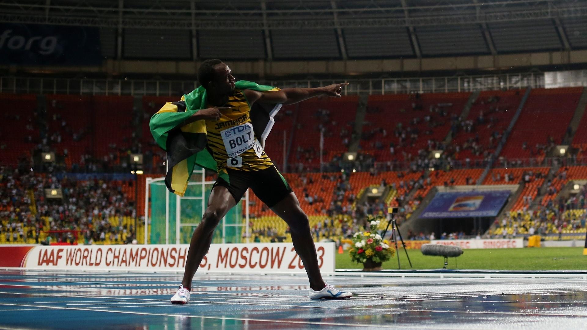 11.ago.2013 - Jamaicano Usain Bolt comemora a vitória nos 100m com seu tradicional raio