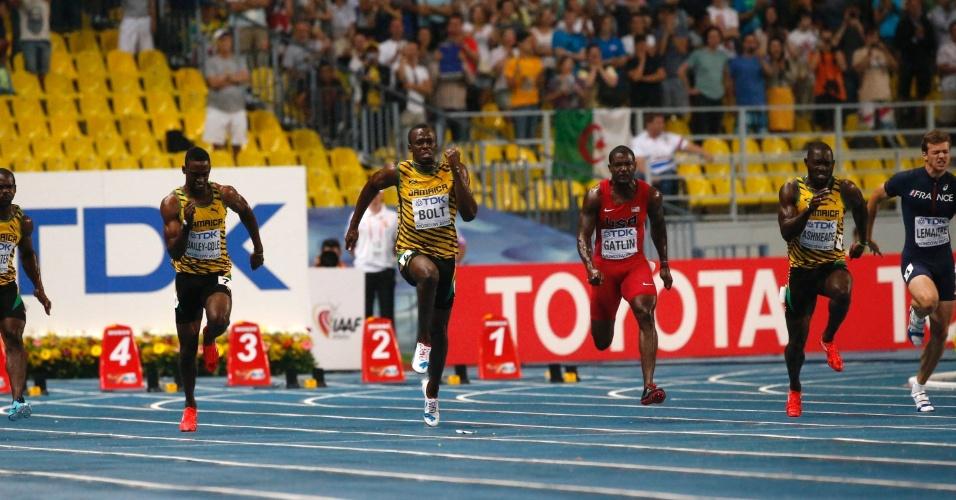 11.ago.2013 - Usain Bolt começou a reação após a metade dos 100 metros da prova