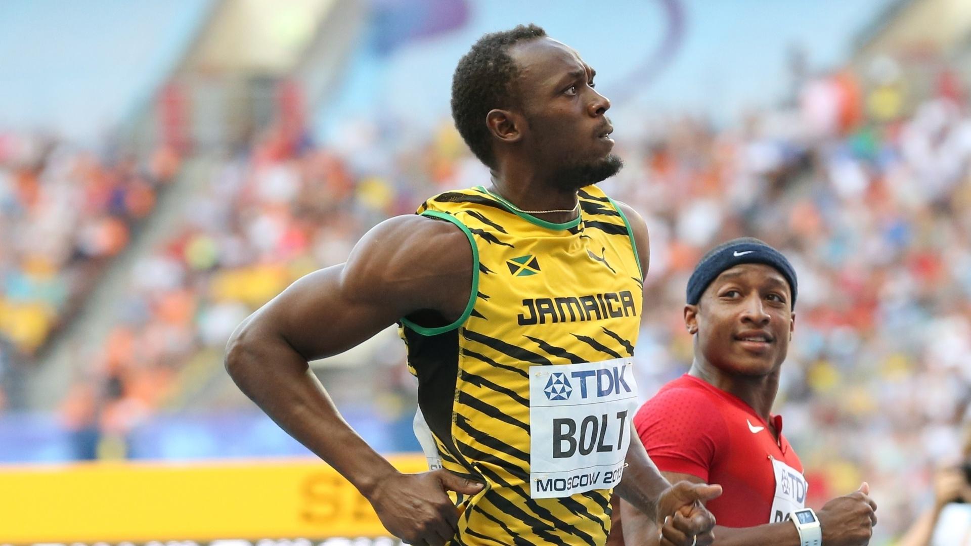 11.ago.2013 - Usain Bolt cruza a linha de chegada na semifinal dos 100m do Mundial de Moscou com a marca de 9s92