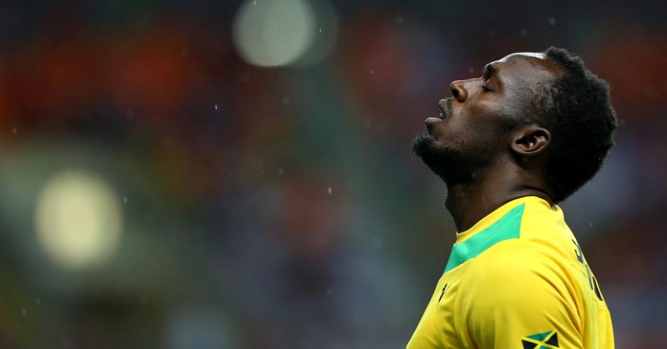 11.ago.2013 - Usain Bolt se concentra antes da largada da final dos 100 m do Mundial de Moscou