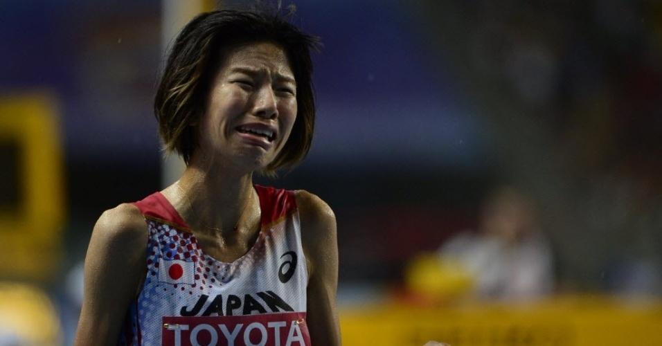 11.ago.2013 - Hitomi Niiya, do Japão, chora após perder a prova dos 10 mil m no Mundial de Atletismo