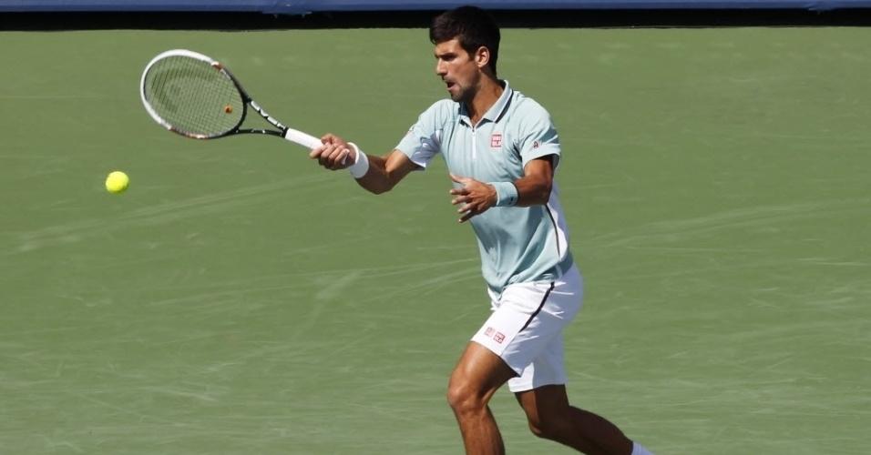 14.ago.2013 - Novak Djokovic faz devolução na vitória sobre o argentino Juan Mônaco no Masters 1000 de Cincinnati