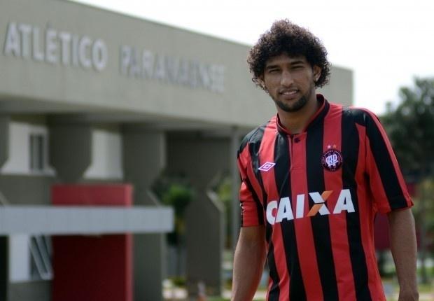 O lateral esquerdo Willian Rocha acertou contrato com o Atlético-PR até o final de 2013