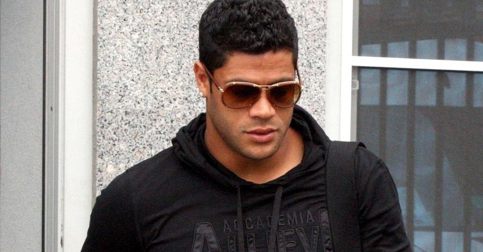 Hulk, Robinho e Daniel Alves: jeans ousados, malas Louis Vuitton, joias...