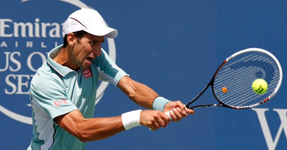 16.08.2013 - Novak Djokovic rebate bola na derrota para o norte-americano John Isner