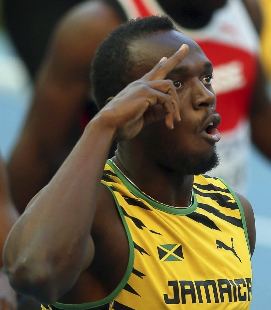 16.ago.2013 - Usain Bolt comemora a vitória em sua bateria nas eliminatórias dos 200 m