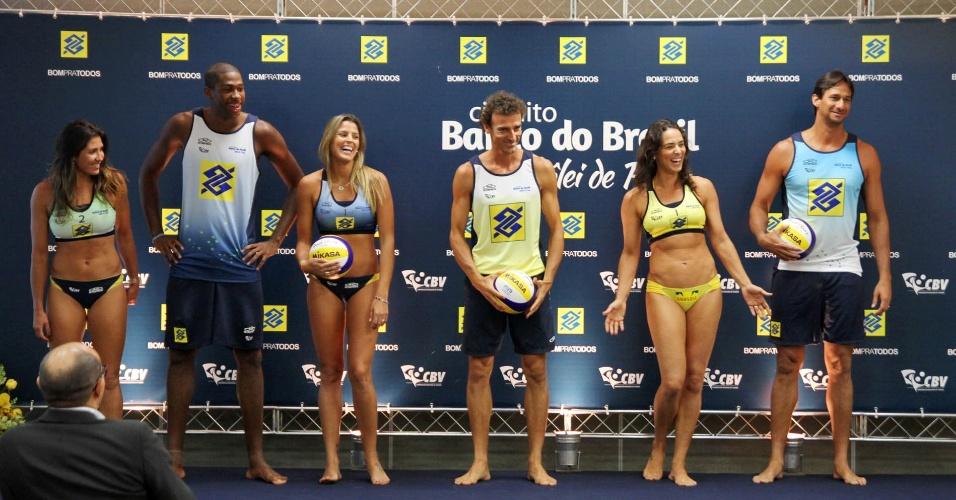 Mari Paraíba apresenta uniforme brasileiro do vôlei de praia
