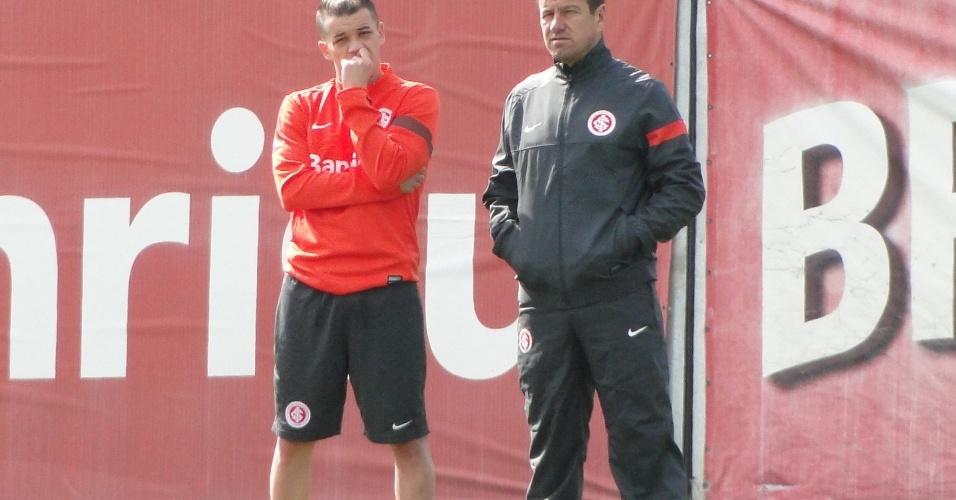 Meia D'Alessandro e técnico Dunga conversam durante treino do Inter no CT do Parque Gigante (17/08/2013)