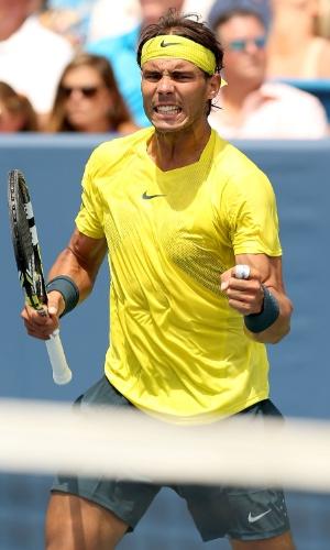 18.ago.2013 - Rafael Nadal vibra com ponto conquistado na final do Masters 1000 de Cincinnati contra John Isner