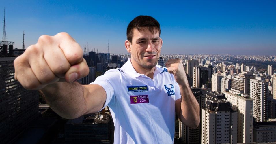 20.ago.2013 - Demian Maia posa em São Paulo em foto promocional do UFC Barueri, marcado para o dia 9 de outubro