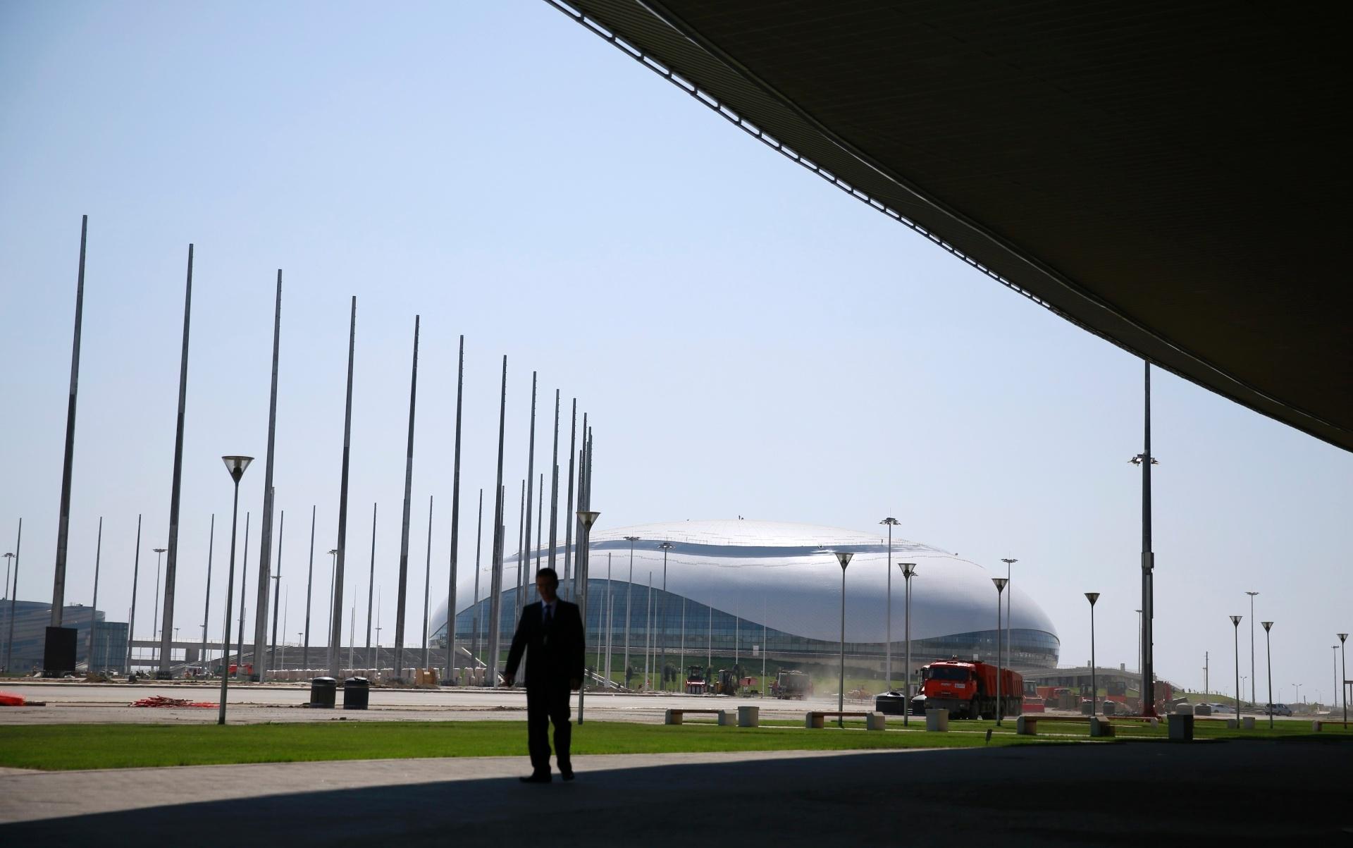 20.ago.2013 - Imagem mostra a área exterior do Bolshoy Ice Dome, que receberá partidas de hóquei nos Jogos de inverno de Sochi-2014