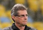 suspeita de arritmia: Oswaldo de Oliveira passa mal no estádio