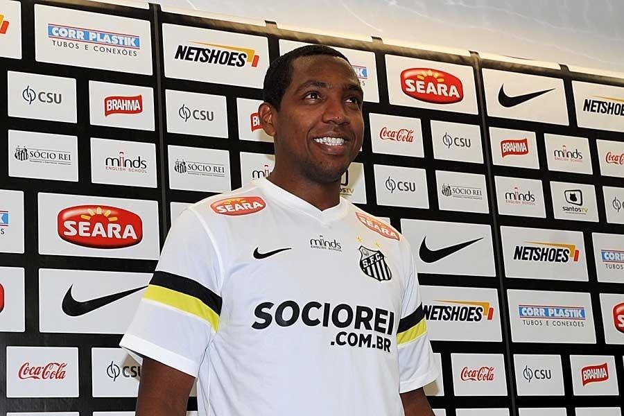 22.agos.2013 - Renato Abreu é apresentado como jogador do Santos