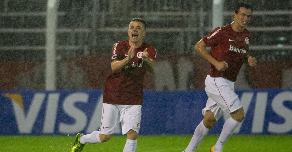 D'Alessandro comemora gol marcado de pênalti, em jogo Inter x Salgueiro-PE (22/08/13)