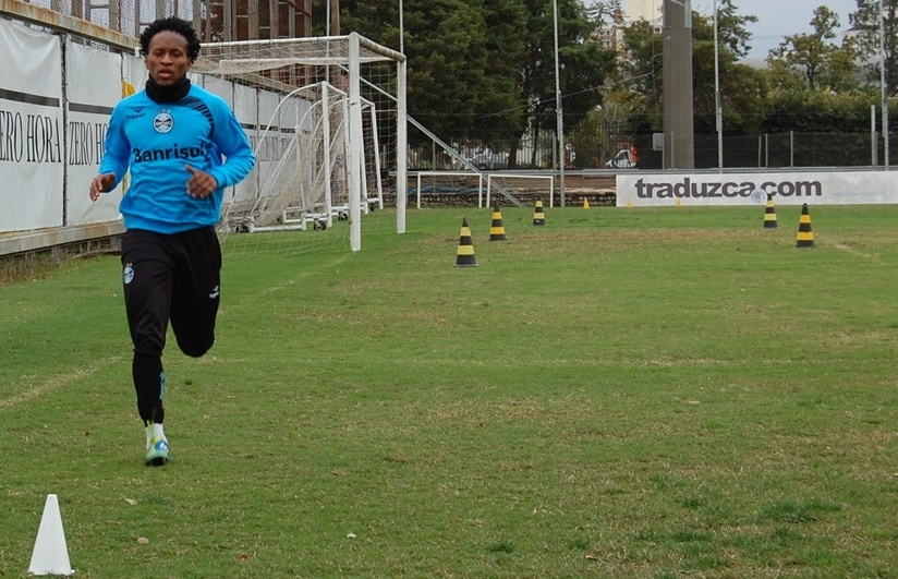 Zé Roberto acelera recuperação em trabalhos físicos no Grêmio (23/08/2013)