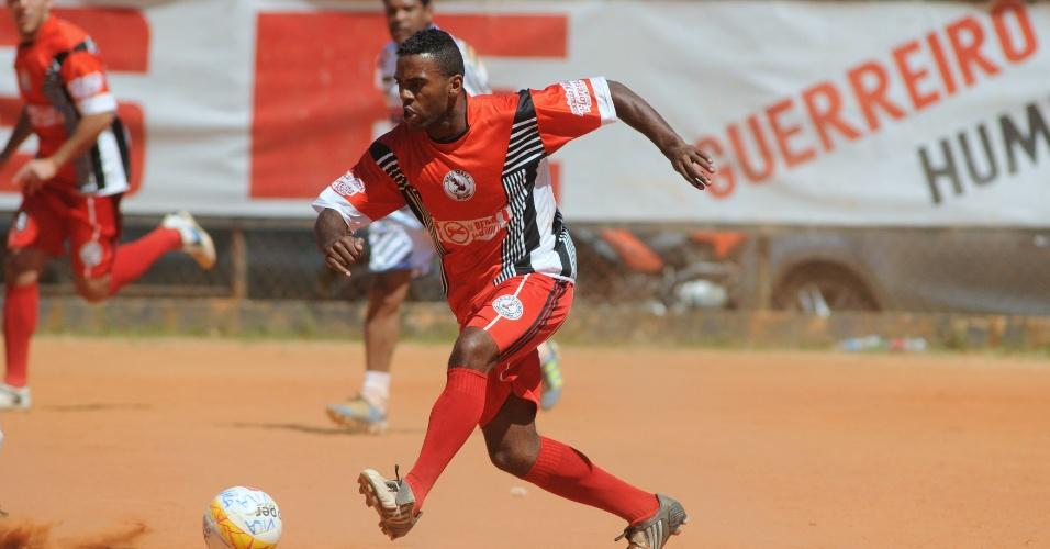 São Jorge (laranja) empatou por 1 a 1 com o Ipanema (branco)