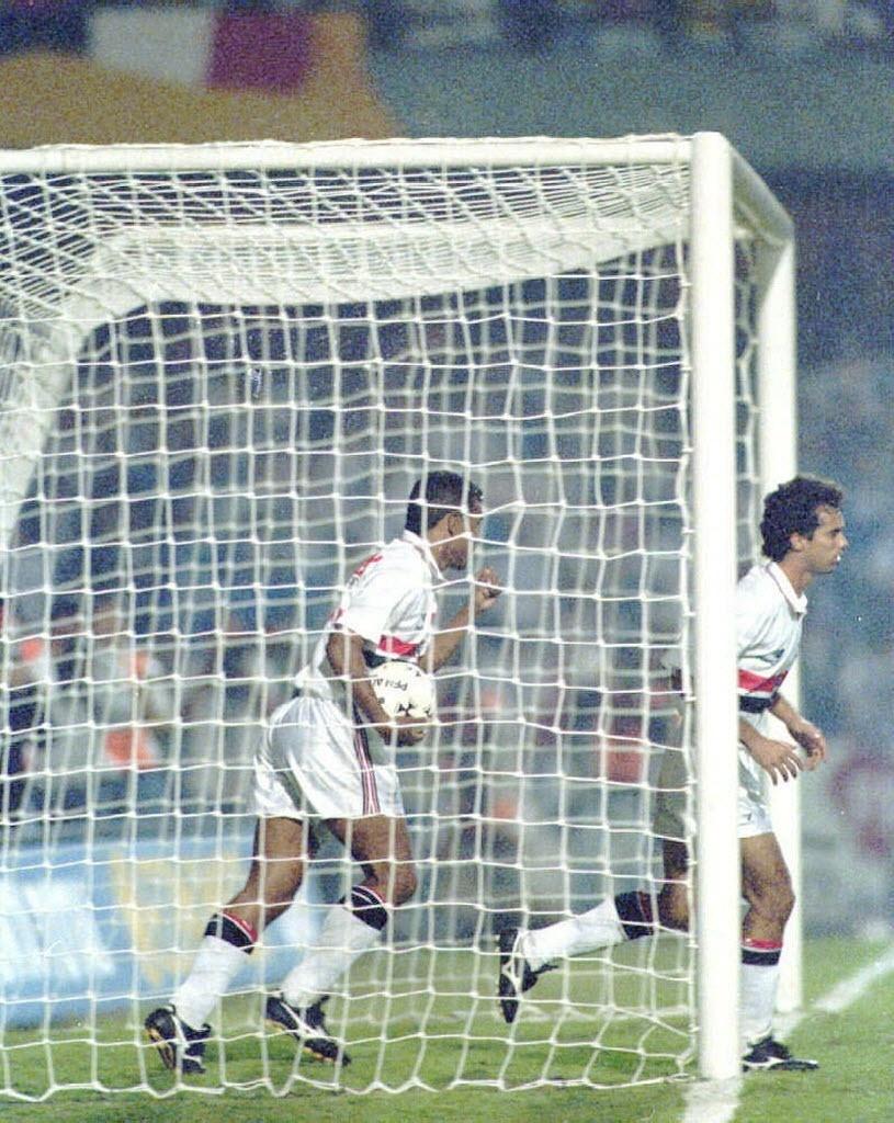 Muller e Palhinha, jogo do São Paulo contra o Vélez Sarsfield, da Argentina, no estádio do Morumbi, pela Libertadores 1994